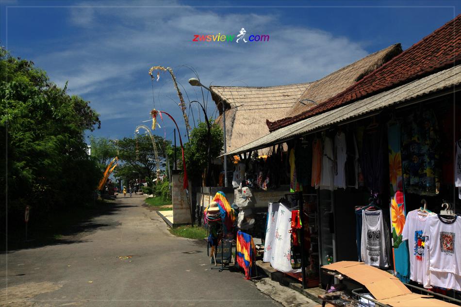 巴厘岛的「卡隆安日」和「昆宁干日」节