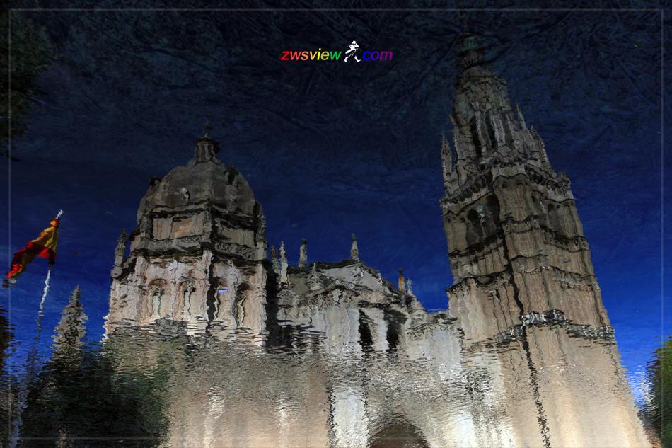「粗野纹路」和水中的托莱多大教堂