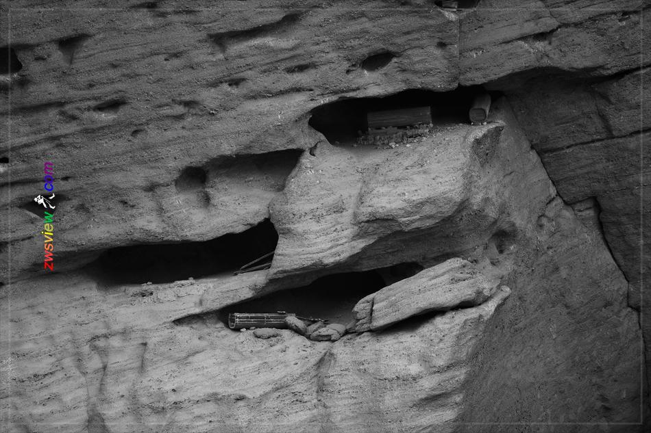 江西龙虎山崖葬